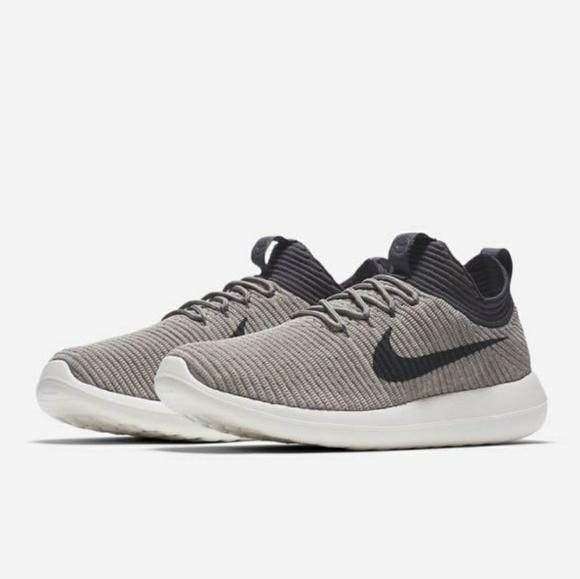 70d217783a9e NWT Nike Roshe Two Flyknit V2 Running Shoe